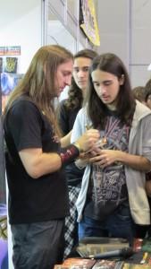 Bruno Sutter, o Detonator atendendo aos fãs no 22º Animextreme em Porto Alegre.